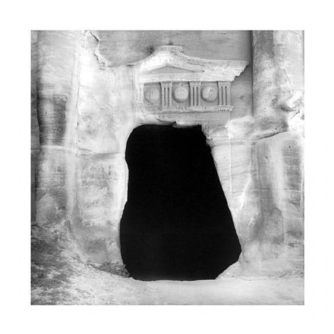 Petra by Mimmo Jodice, magnetic black!