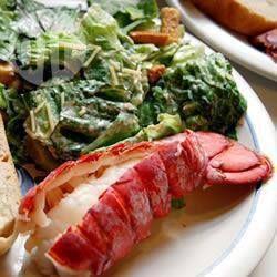 Lagosta  na cerveja @ allrecipes.com.br - Caudas de lagosta cozidas no vapor com uma pitada de cerveja. Ótimas com manteiga derretida, limão e alho.