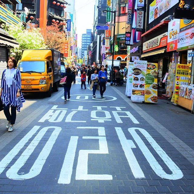 The colorful #myeongdong 🛍💳 #shopping #seoul #southkorea