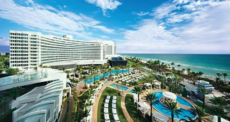 21 Photos From the Stunning Fontainebleau Hotel in Miami Beach: http://www.placesyoullsee.com/21-photos-from-the-stunning-fontainebleau-hotel-in-miami-beach/