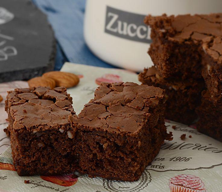 Ciao a tutti, oggi vi condivido i brownies al cioccolato e mandorle. La ricetta è di Rossella del Blog Rossella in Padella e la ricetta la trovate qui. Lei