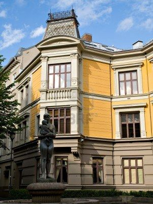 15371672-classic-19th-century-architecture-at-sehested-s-square-in-oslo-norway.jpg 301×400 pixels
