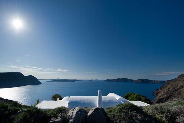 Stunning-Villa-Exterior-White-Cob-Minimal-Hotel-Exterior-Caldera-View-Holidays-Greece-VillaforRent-Santorini