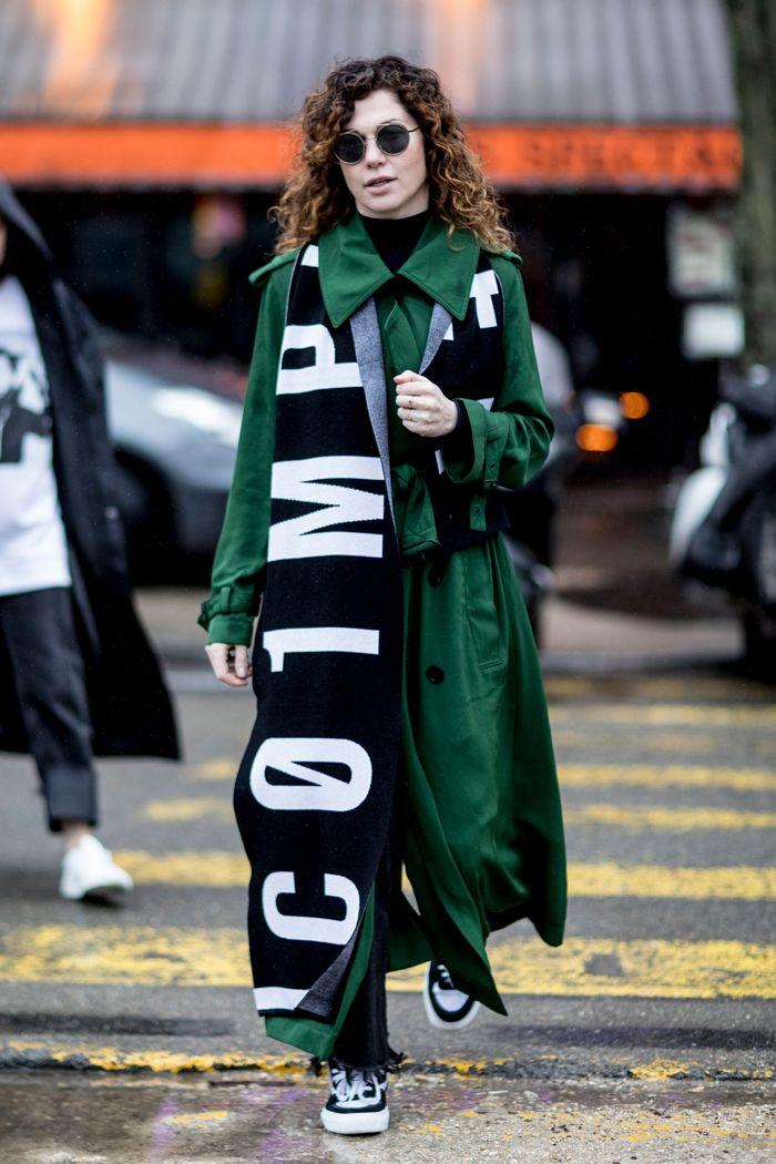 Как носить шарф: модные женские образы на стритстайл-фото | Vogue | Мода | STREETSTYLE | VOGUE