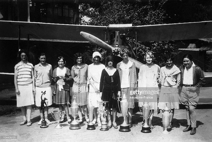 USA. The women participating in the American female derby : Louise THADEN, Bobby TROUT, Patty WILLIS, Marvel CROSSON, Blanche NOYES, Vera WALKER, Amelia EARHART, Majorie CRAWFORD, Ruth ELDER and Pancho BARNES (from left to right). The women put their trophies at their feet. There was no winner but certain women were able to fly over a long distance just as the men were.  (Photo by Keystone-France/Gamma-Keystone via Getty Images)