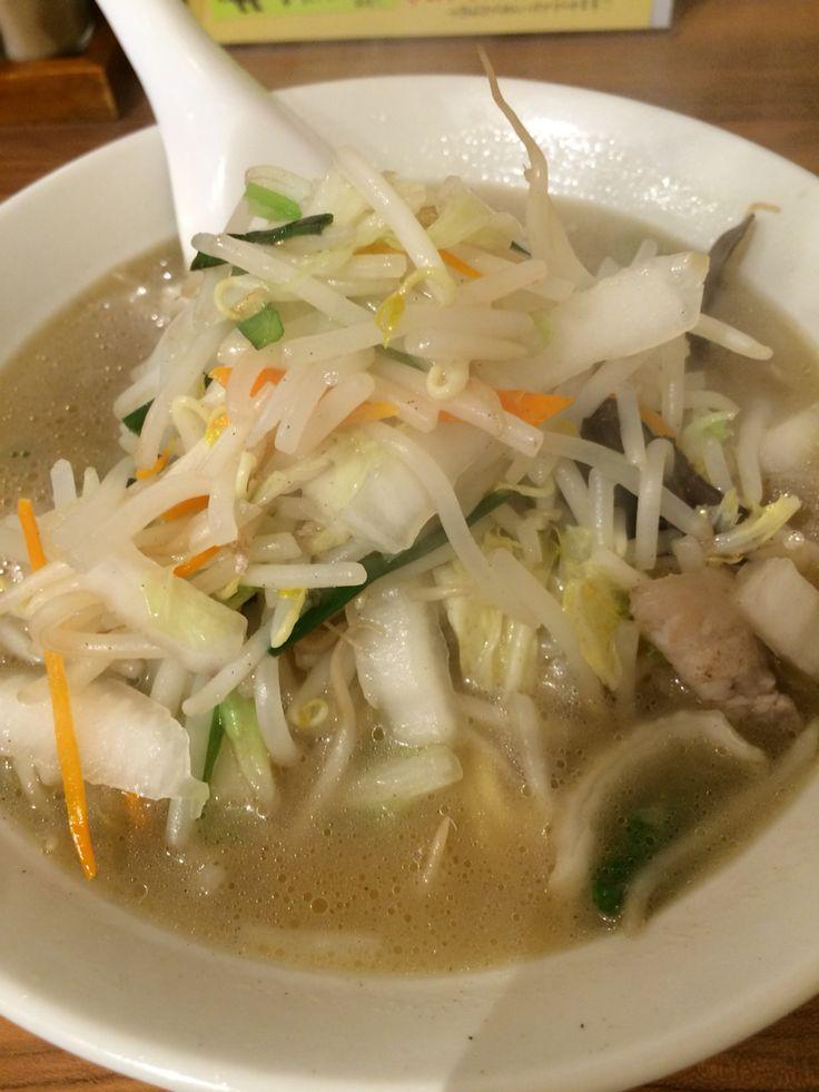 青空タンメン @ 青空 Kannai Yokohama 久しぶりに食べたけど、いつ食べてもほんと、美味しい。麺が平麺、野菜シャキシャ、旨味の詰まったさっぱりスープ。最後まで飲み干してしまったよ。