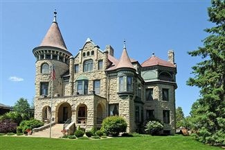 The Historic Castle on Cass La Crosse, WI -- Love this house, seen the inside and it's absolutely gorgeous.
