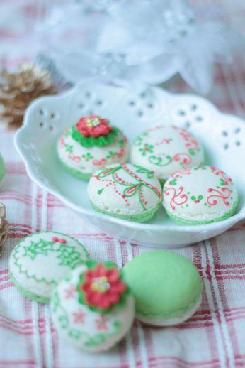 christmas decorated macarons!