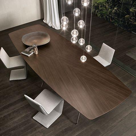 Manta con struttura a sei gambe in alluminio brown e piano in rovere termotrattato.