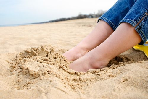 Don't let ugly toenails ruin your sandal season! Try these tips to beat fungal nail infections!