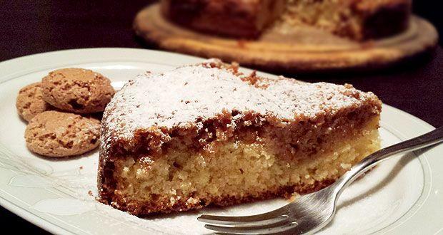 Questa torta amaretti e ricotta è un dolce squisito e sorprendente, formato da due impasti separati che si sovrappongono senza mescolarsi. Provatelo!