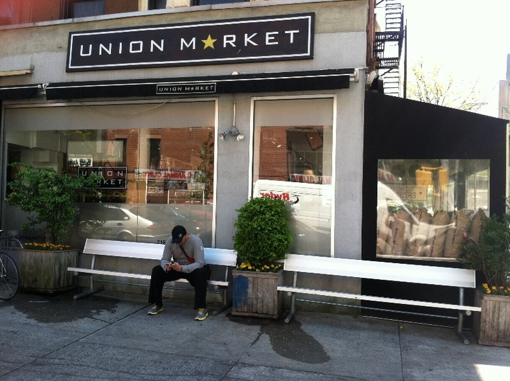 Shopfront Bench in front of Union Market - 756 Union Street, Brooklyn, NY 11215 - Photo: Eric McClure