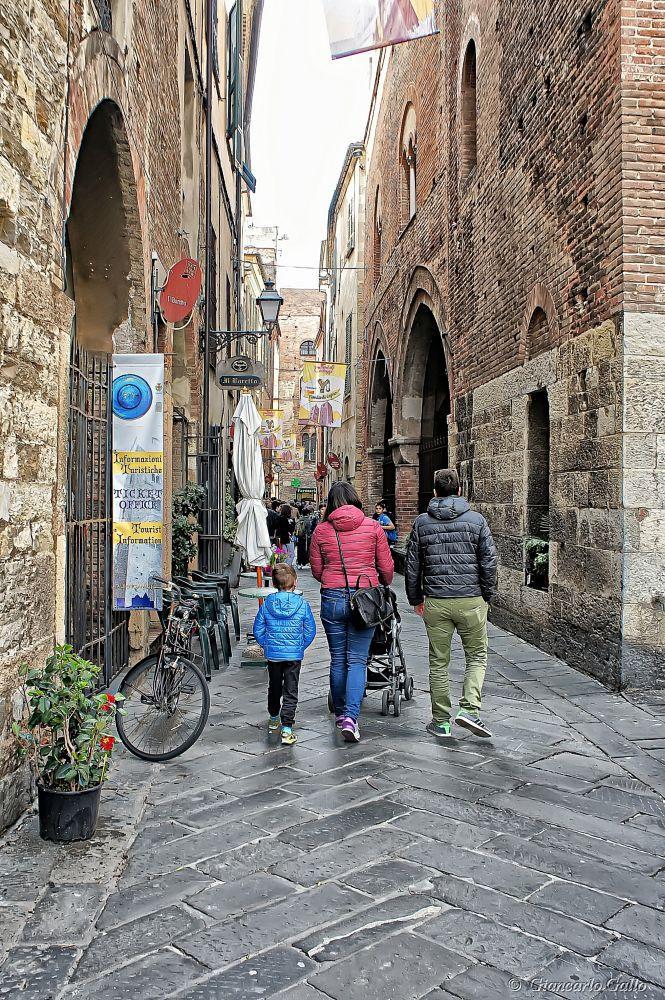 Family walking by Giancarlo Gallo