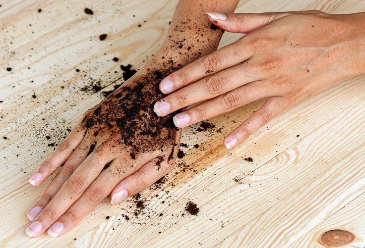 Από τις πιο αποτελεσματικές μεθόδους απολέπισης είναι αυτή με τον καφέ ενώ παράλληλα αποτοξινώνει!Η συνταγή είναι απλή και τα υλικά τα έχουμε όλοι στο σπίτι μας.Υλικά 2 φλ. Στιγμιαίου καφέ  φλ. ζάχαρη 3 κ.σ. αμυγδαλέλαιο ή ελαιόλαδοΧρήση: Φτιάξτε το μείγμα και μετά από ένα ζεστό μπάνιο τρίψτε το στο σώμα σας. Μετά από λίγο ξεβγάλετε με νερό.  Πηγή  Εάν σας άρεσεαυτό το άρθρομην ξεχνάτε να κάνετε μια κοινοποίηση....μοιραστείτε το!  Για περισσότεροΚάνε Το Μόνος - DIYκάντεlikeστη σελίδα…