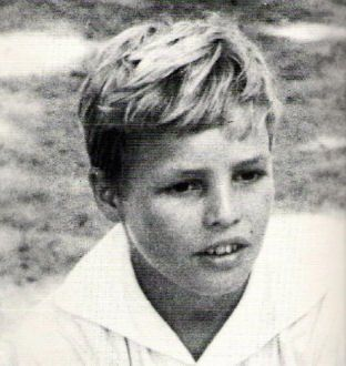 Marlon Brando,even as a young boy he was good-looking.