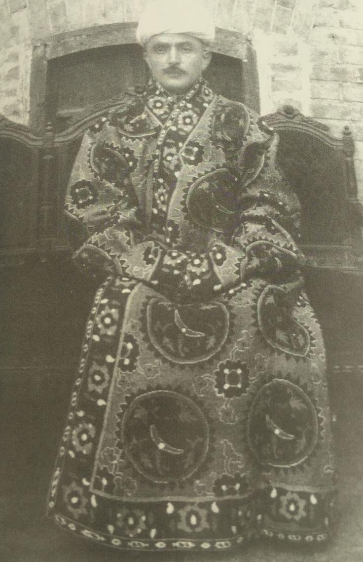 1921 Buhara mahalli kıyafetle Enver Paşa