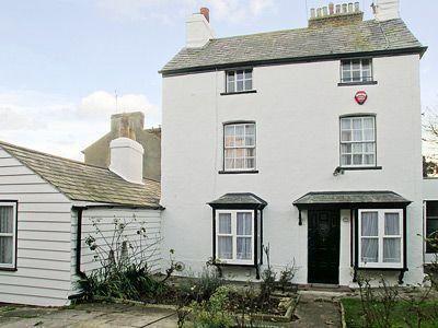 Nelson Cottage - #VacationHomes - $83 - #Hotels #UnitedKingdom #Broadstairs http://www.justigo.in/hotels/united-kingdom/broadstairs/nelson-cottage_191275.html