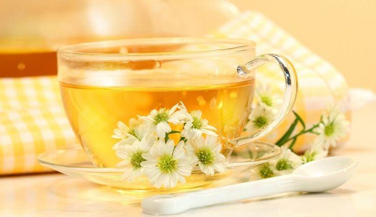 Расслабляющие напитки для хорошего сна 1. Ромашковый чай подходит для тех, кто не любит молочные напитки. Пить несладкий ромашковый чай за полчаса до сна.  2. Теплое молоко – отличное снотворное, успокаивающе действует на организм.   3. Мятный чай поможет успокоиться и расслабиться.   4. Какао – один из лучших напитков для хорошего сна.  5. Горячий шоколад намного гуще какао, т.к. содержит какао-масло и какао-порошок, готовится на сливках или молоке.