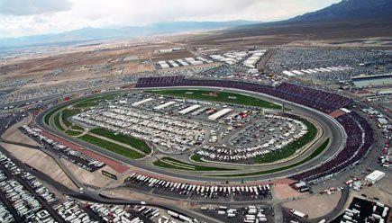 Nascar-races of andere races bekijken op Las Vegas Motor Speedway.  Het is ook mogelijk om zelf de race op het circuit. Kies je auto maar uit; Nascar race auto, Ferrari, Lamborghini, Porsche, McLaren, Aston Martin of .... In welke auto wil jij racen?