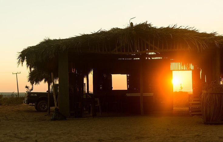 Construído dentro do Parque Estadual do Jalapão, na beira da estrada da TO-255, principal via de acesso para Mateiros, o bar chamava atenção de turistas e dos moradores da região durante as gravações (Foto: Raquel Cunha/Globo)