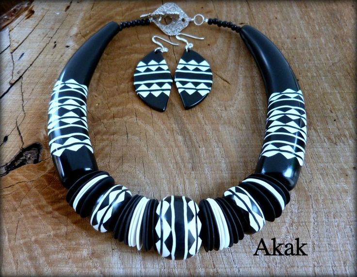 Les bijoux d'Akak, polymer clay. Collection ethnique: black and white.