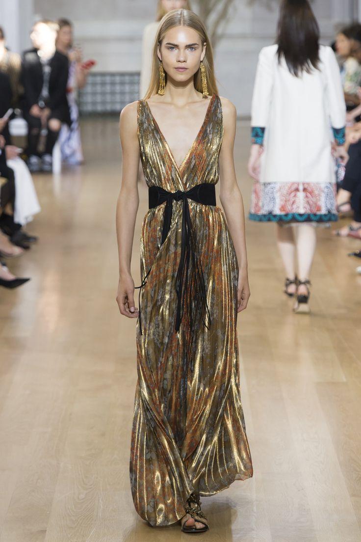 Oscar de la Renta Spring 2017 Ready-to-Wear Fashion Show - Line Brems