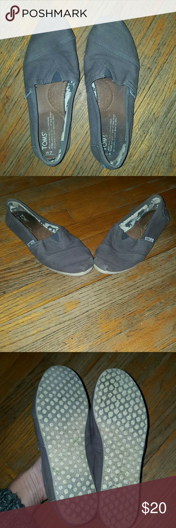 TOMS dark brown shoes 7W TOMS dark brown canvas shoes 7W made small TOMS Shoes Flats & Loafers
