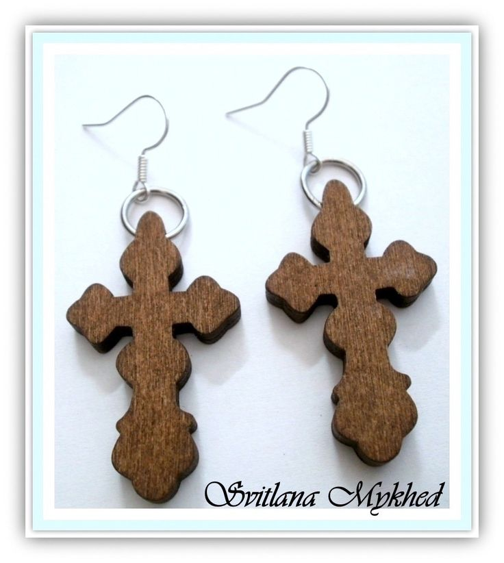 """Boucles d'oreilles """" Croix Rustique bois brut. Croyance. Eglise. Jesus. """" montees sur des supports à crochets (metal : Boucles d'oreille par perles-et-couronnes"""