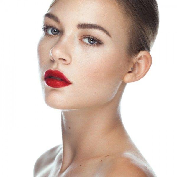 Danie Olsen of Aston Models in the Clean Beauty Lighting Setup