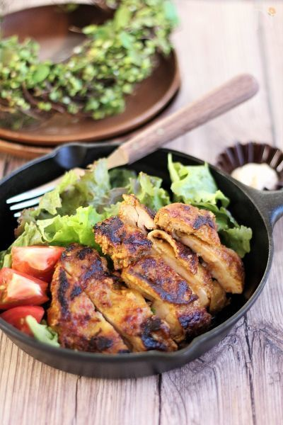 鶏もも肉を調味液につけて一晩おくだけ。  オーブンがなくてもフライパンでできます。冷凍可。キャンプにもあると嬉しい一品です。