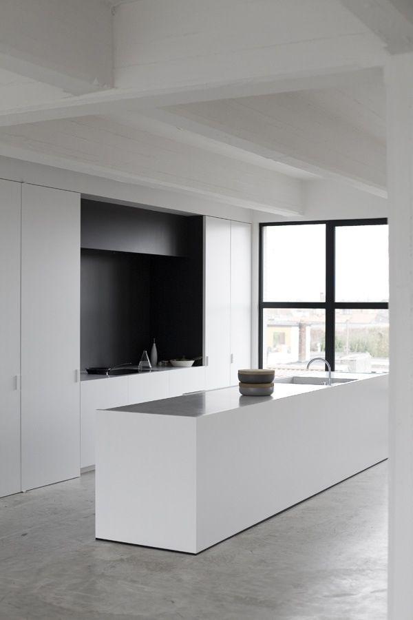 STIL INSPIRATION: minimalist kitchen + concrete floor