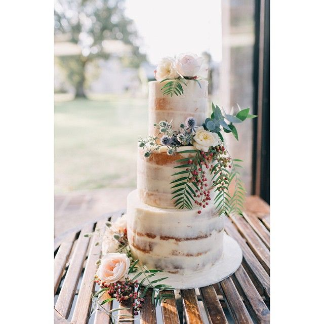 Semi-naked at her finest. Gorgeous florals by @bloomingbrides at the stunning @stonesoftheyv #cherrytreebakehouse #bloomingbrides #stonesoftheyv #weddingcake
