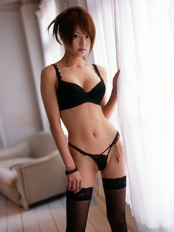 mons asian girl personals Hey, white guys you probably know by now that having an asian girlfriend is a rite of passage for all white men date an asian chick has become akin to go skydiving or live in new.