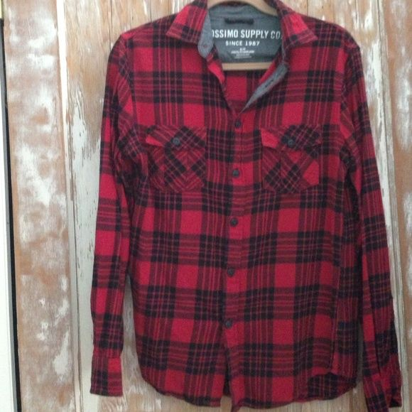 Mossimo Supply Co. Red & Black Flannel - S Mossimo Supply Co. red and black plaid flannel. 100% cotton. Worn twice, so in excellent condition! The shirt is a mens small, so fits like a woman's medium. It's super comfortable, and perfect for spring or fall! Mossimo Supply Co Tops Button Down Shirts