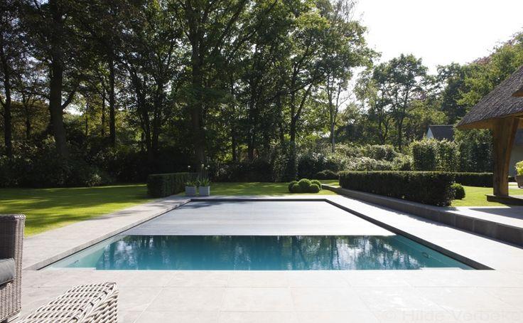 buitenzwembad, onderloop zwembad als eyecatcher in prachtige tuin | De Mooiste Zwembaden