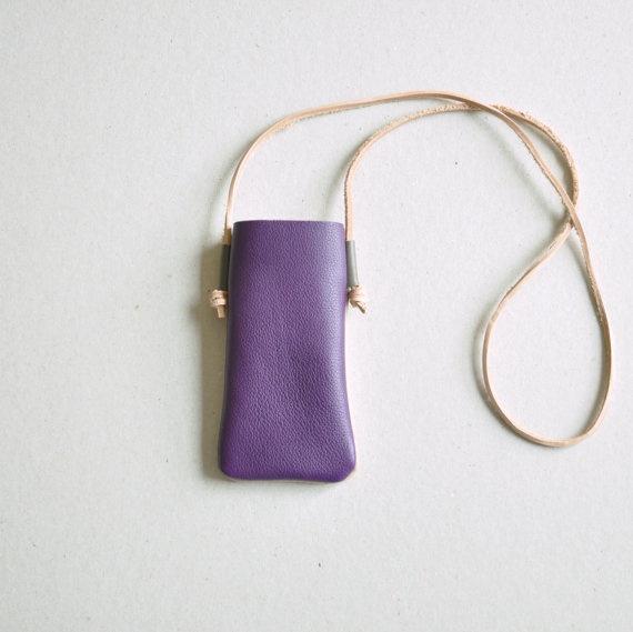 Two-tone leather cell phone case - Parme/ Coffee with cream via Etsy