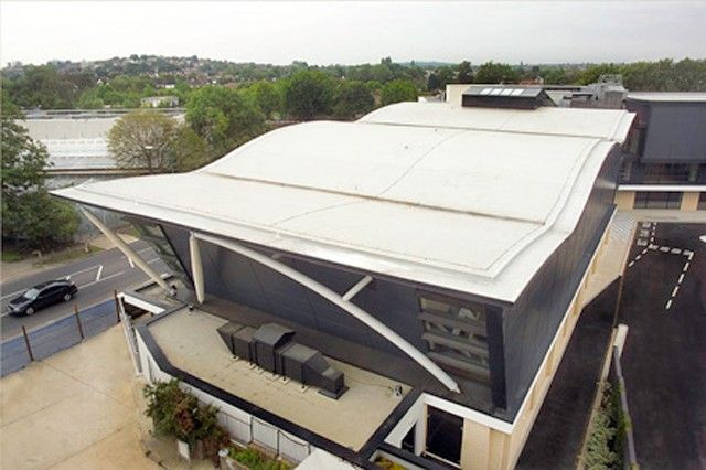 Forty Avenue Wembley, UK UltraPly TPO Fully Adhered System (FAS) 2.500 m²