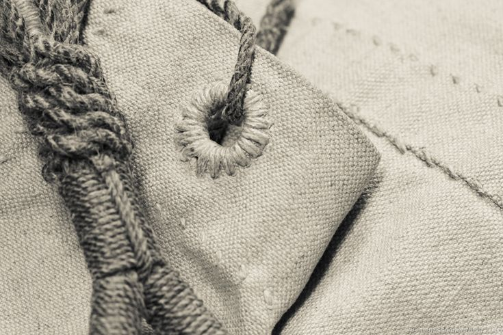 Detail image of traditional hand-crafted seabag in heavy linen sail cloth. Made by MSAILS Beckholmen, Stockholm Sweden. www.msails.se
