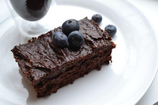 Dit recept voor suikervrije brownies met espresso komtuit het kookboek van Gordon! Erg smakelijk en slechts gezoet met een hoop gewelde dadels.
