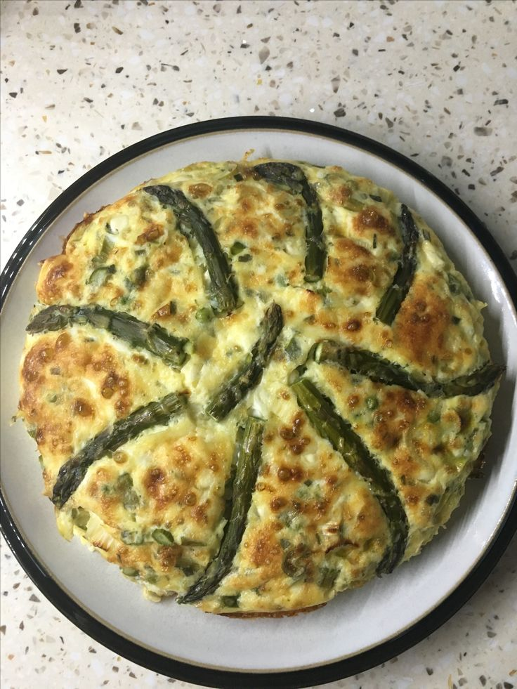I had a bit of an idea with SW quiche. I used 6 eggs and a small pot of cheese and chive cottage cheese, spring onions, handful of peas and asparagus, topped with 10g of extra mature light cathedral city cheddar.  very pleased with the result.
