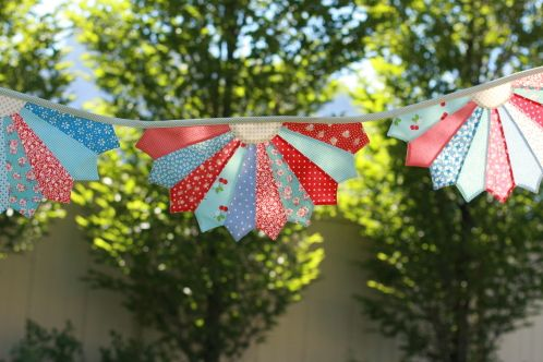 dresden bunting... can see mini ones in christmas colours in the dining room.... maybe matching dresden placemats