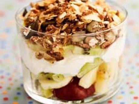 Kesoyoghurt med frukt och granola