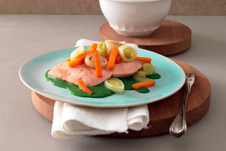 Scaloppe di salmone su vellutata di spinaci