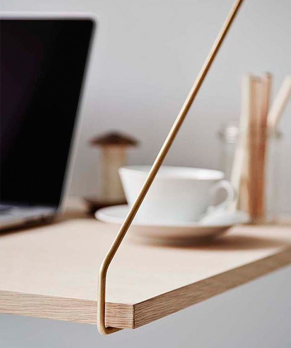 twentytwentyone are very pleased to exclusively offer the recently relaunched Royal System by Poul Cadovius. The Royal System was conceived by the Danish designer in 1948. Recognised with Gold Medal at Finland Furniture Fair in 1950 and silver at Milan Triennale, the system set a benchmark for wall storage design. In oak, walnut and laminate the system is produced to exacting standards and offers great flexibility to extend or reconfigure. 2 special hangers per desk shelf included…