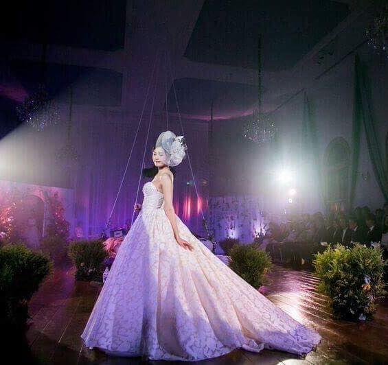 Dianidra, a spectacular bridal gown! www.ersaatelier.com ❤ #ersaatelier #dianidra #weddingdress #organza #handmadeembroidery #luxuryfashion #catwalk #granmanie www.ersaatelier.com  Follow us on Instagram:  https://www.instagram.com/ersaatelierofficial/ Follow us on Pinterest: https://ro.pinterest.com/ersaatelier0052/