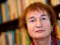 In den literarischen Mainstream hat die Darmstädter Autorin Katja Behrens nie gepasst. Das Judentum, das Reisen und die Lebenschancen von Frauen sind ihre Themen. Zu ihrem 70. Geburtstag ist wieder ein neues Manuskript fertig geworden.