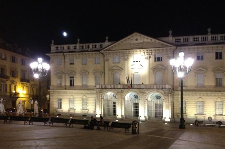 2012. Piazza Bodoni con la Luna piena.