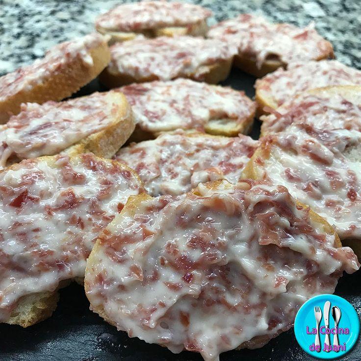 Montaditos de virutas de jamón y all-i-oli, deliciosa y sencilla tapa para servir de aperitivo en cualquier ocasión.