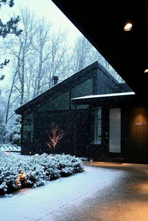 Modern Black Exterior In The Snow By Giulietti Schouten