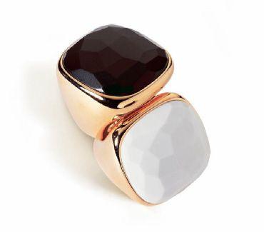 Кольца Pomellato из розового золота с опалом